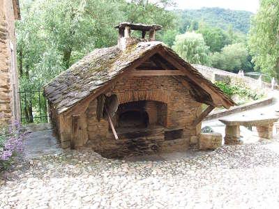 Belcastel plus beaux villages de france le four routes touristiques de aveyron guide du tourisme midi pyrenees