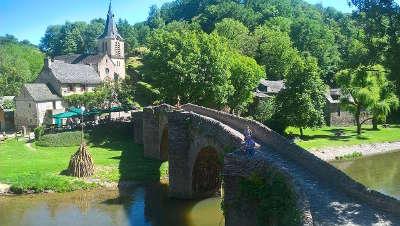 Belcastel plus beaux villages de france le pont routes touristiques de aveyron guide du tourisme midi pyrenees