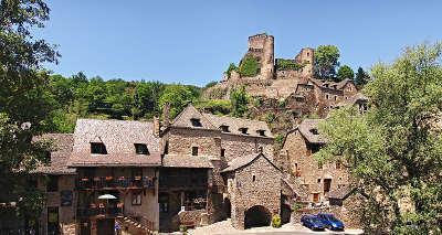 Belcastel plus beaux villages de france le village sous le chateau routes touristiques de aveyron guide du tourisme midi pyrenees