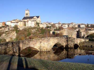 Bellac cite de caractere l eglise notre dame de bellac et le vieux pont sur le vincou routes touristiques de la haute vienne guide du tourisme du limousin