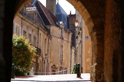 Belleme petite cite de caractere le porche routes touristiques de l orne guide du tourisme normandie