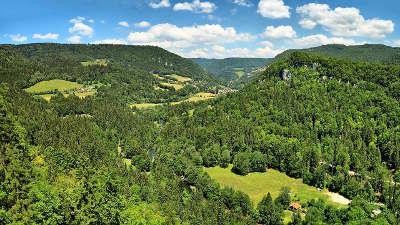 Belvedere de la corniche de goumois vallee du doubs et du dessoubre routes touristiques du doubs guide du tourisme de franche conte