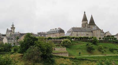 Benevent l abbaye petite cite de caractere routes touristiques de la creuse guide du tourisme du limousin