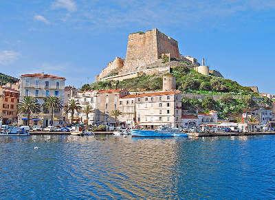 Bonifacio la marine et le bastion de l etendard routes touristiques en corse du sud guide du tourisme de la corse