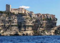 Bonifacio les falaises et l escalier du roi d aragon routes touristiques en corse du sud guide du tourisme de la corse