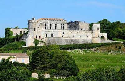 Bouteville le chateau routes touristique de charente guide du tourisme de poitou charentes