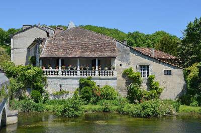 Brantome maison a galerie route touristique de la dordogne guide du tourisme en nouvelle aquitaine