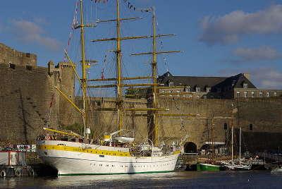 Brest ville d art et d histoire mirca sous le chateau de brest routes touristiques dans le finistere guide du tourisme en bretagne
