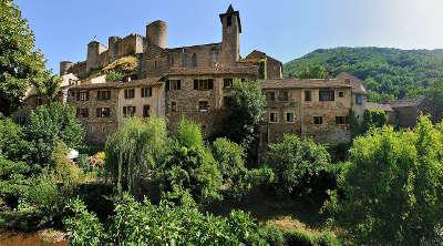 Brousse le chateau plus beaux villages de france le village sous le chateau routes touristiques de aveyron guide du tourisme midi pyrenees