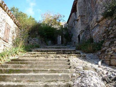 Bruniquel plus beau village la rue bombe cul routes touristiques du tarn et garonne guide du tourisme midi pyrenees