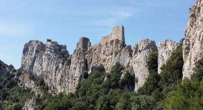 Camps sur agly ruine du chateau routes touristique de aude guide du tourisme du languedoc roussillon