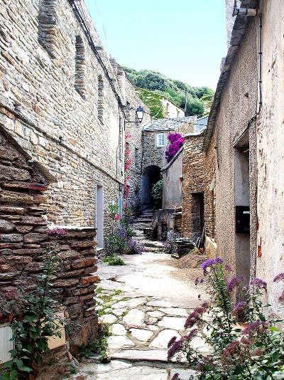 Cannelle village medieval cap corse routes touristiques en haute corse guide du tourisme de la corse