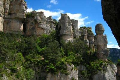 Cantobre parc naturel regional des grands causses guide du tourisme de l aveyron midi pyrenees