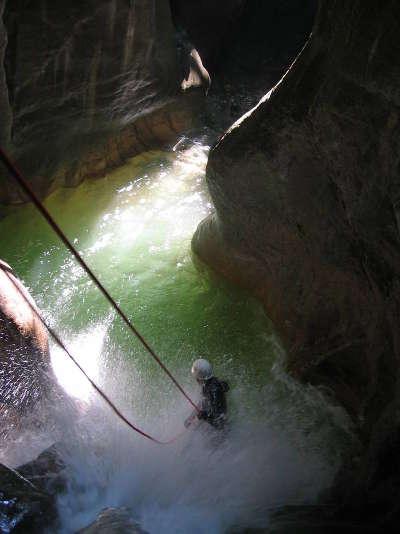Canyoning dans les gorges du pont du diable massif des bauges guide touristique de la savoie rhone alpes