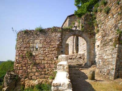 Capdenac le haut ancienne porte fortifie plus beau village routes touristiques du lot guide touristique midi pyrenees