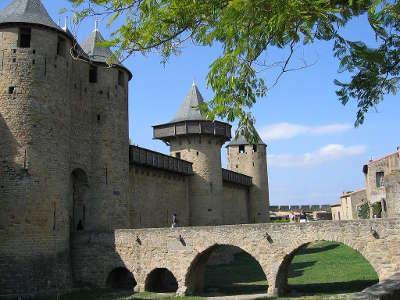 Carcassonne chateau comtal grand site de france ville dart et d histoire routes touristiques de aude guide du tourisme d occitanie