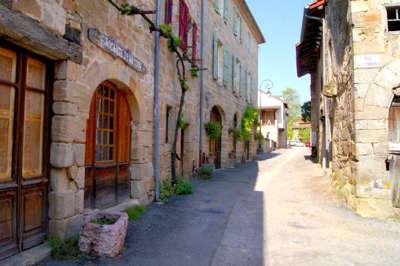 Cardaillac plus beau village ruelle les routes touristiques du lot guide touristique midi pyrenees