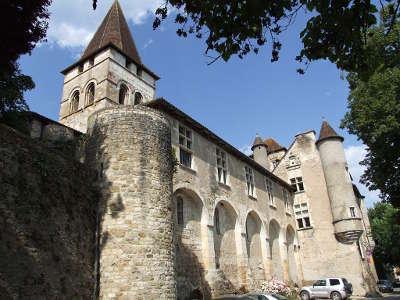 Carennac plus beau village chateau des doyens routes touristiques du lot guide touristique midi pyrenees