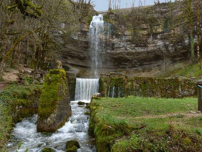 Cascades du herisson le saut girard grand site de france routes touristiques du jura guide touristique de franche comte
