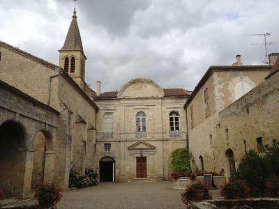 Cassaigne chateau routes touristiques de gers guide du tourisme midi pyrenees