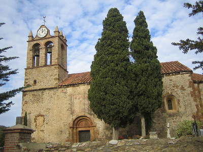 Castelnou l eglise sainte marie du mercadal plus beaux villages routes touristiques des pyrenees orientale guide du tourisme occidanie