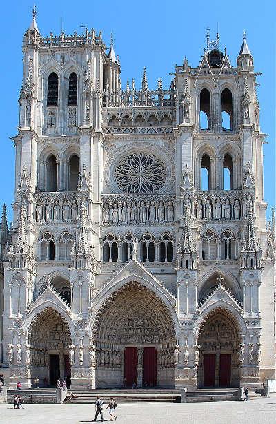 Cathedrale d amiens routes touristique de la sommes guide touristique de picardie