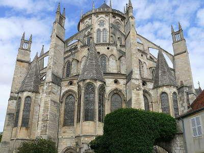 Cathedrale saint etienne de bourges le chevet routes touristiques dans le cher guide du tourisme centre val de loire