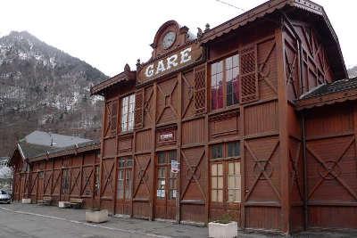 Cauterets station thermale gare de cauterets routes touristiques des hautes pyrenees guide du tourisme de midi pyrenees
