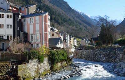 Cauterets station thermale routes touristiques des hautes pyrenees guide du tourisme de midi pyrenees