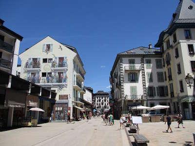 Chamonix rue routes touristiques de haute savoie guide du tourisme de rhone alpes