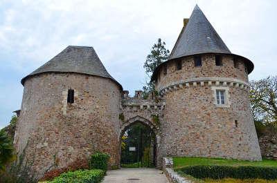 Champtoceaux entree de la forteresse routes touristiques de maine et loire guide du tourisme du pays de la loire