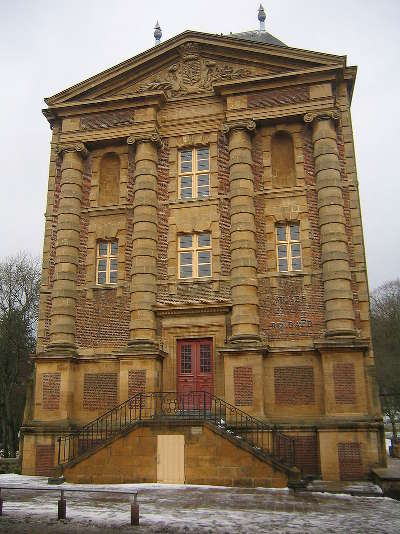 Charleville mezieres ville d art et d histoire musee rimbaud routes touristiques dans les ardennes guide du tourisme
