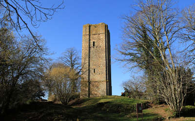 Chateau chevix la tour de l ancien chateau routes touristiques de la haute vienne guide du tourisme du limousin