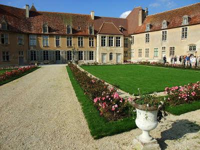 Chateau d epoisses les jardins routes touristiques en cote d or guide du tourisme en bourgogne