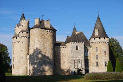 Chateau de bonneval les routes touristique de la haute vienne guide touristique du limousin