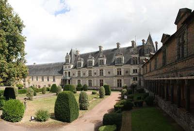 Chateau de chateaubriant batiment des gardes et logis renaissance routes touristique de loire atlantique guide du tourisme des pays de la loire