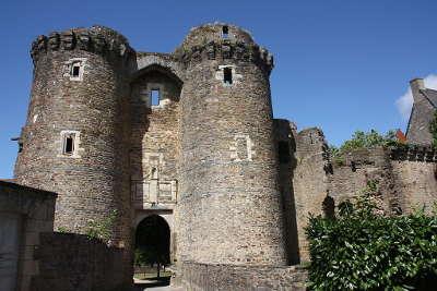 Chateau de chateaubriant le chatelet du xiiie siecle routes touristique de loire atlantique guide du tourisme des pays de la loire