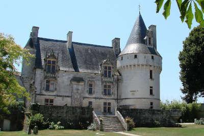 Chateau de crazannes routes touristique de charente maritime guide du tourisme de poitou charentes