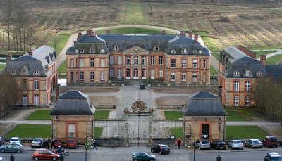 Chateau de dampierre parc naturel regional de la haute vallee de chevreuse guide du tourisme des yvelines ile de france