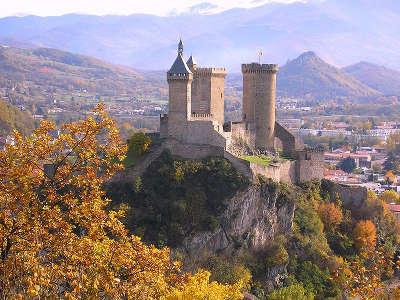 Chateau de foix vu de l espinet routes touristiques de ariege guide du tourisme midi pyrenees