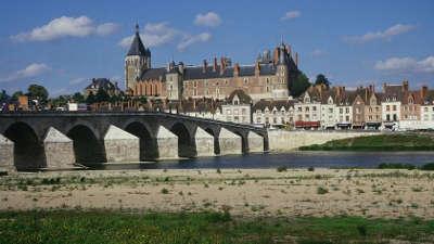 Chateau de gien les routes touristiques dans le loiret guide du tourisme centre val de loire