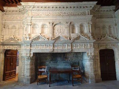 Chateau de gordes cheminee gordes plus beau village routes touristiques du vaucluse guide du tourisme de provence alpes cote d azur