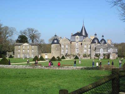 Chateau de la bourbansais facade ouest du chateau routes touristiques dans l ille et vilaine guide du tourisme en bretagne