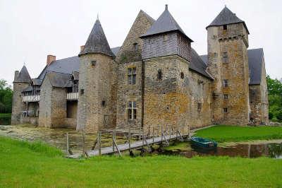Chateau de la grande courbe routes touristiques de mayenne du tourisme du pays de la loire