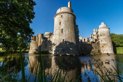 Chateau de la hunaudaye les routes touristiques dans les cotes d armor guide du tourisme en bretagne