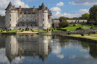 Chateau de la roche courbon route des tresors de saintonge guide du tourisme de la charente maritime