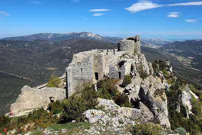 Chateau de peyrepertuse routes touristique de aude guide du tourisme du languedoc roussillon