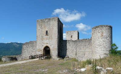 Chateau de puivert routes touristique de aude guide du tourisme du languedoc roussillon