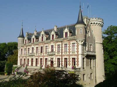 Chateau de saint florent sur cher routes touristiques dans le cher guide du tourisme centre val de loire