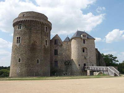 Chateau de saint mesmin routes touristique des deux sevres guide du tourisme de poitou charentes